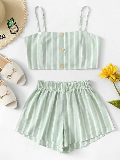 fec1b58367 No matter the color or the style, two-piece sets should not be left out of  your summer beach outfits.